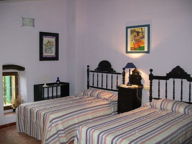 Dormitorio con 2 camas de 105cm.