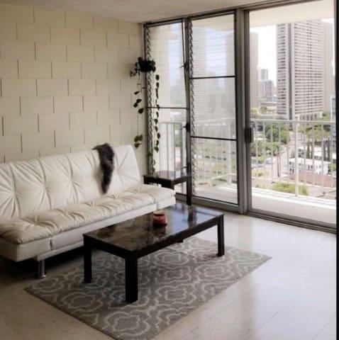 Modern apartment in the heart of Honolulu