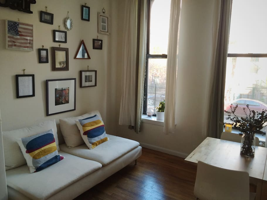 Sunny small apartment near central park columbia for Apartments near central park