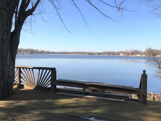 Beautiful Skinner Lake View Cottage