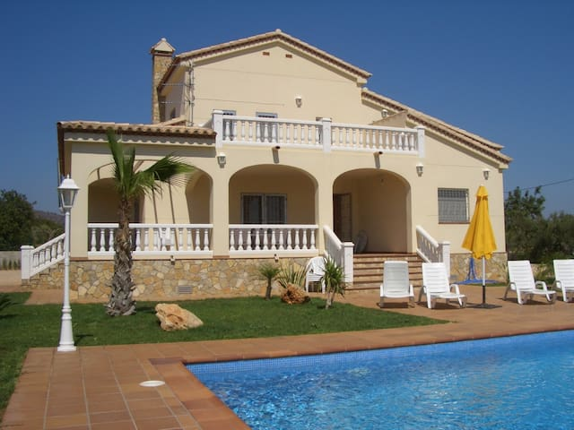 Great house with private swimming pool for 8 guests