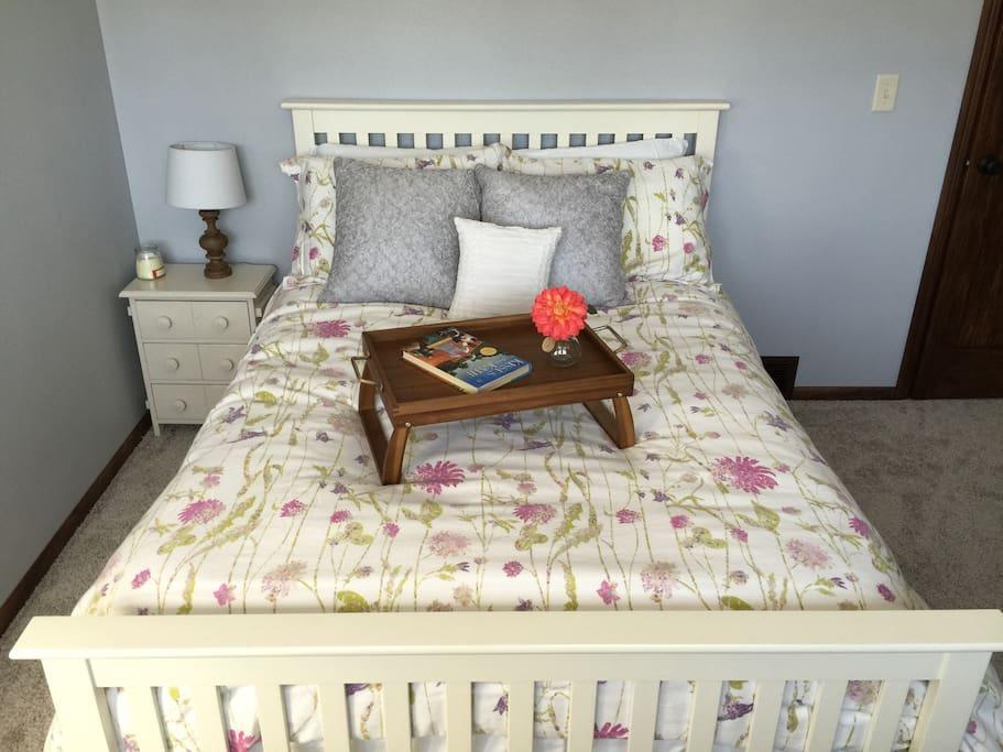 Lower level bedroom - Full size bed