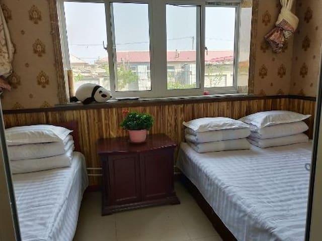 红海滩海军农家院简单3人间室内卫浴