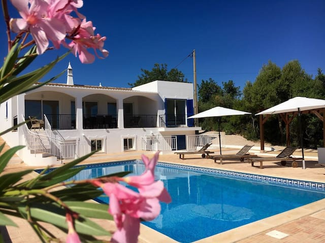 Beautiful House (4)/Dream Location/Pool/Sea View