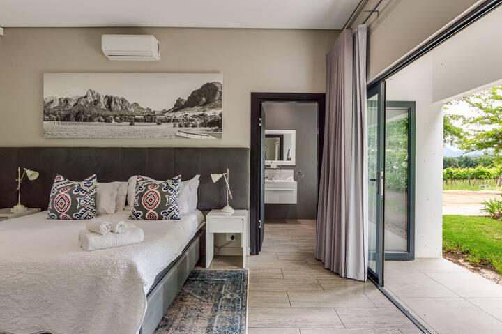 VIOGNIER VINEYARD ROOM @ Vrede en Lust Estate