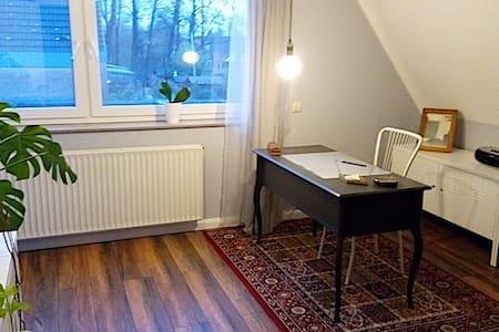 Modernes Zimmer in Hamburger Umland - Kölln-Reisiek - House