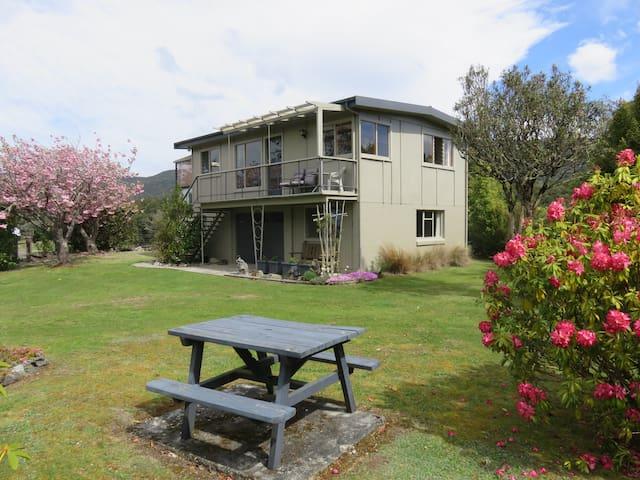 Glendale River View, Manapouri