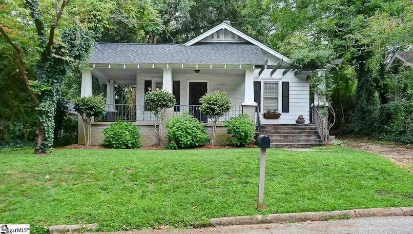 2Br/1Ba Cottage in downtown Greenville - Гринвилль - Дом