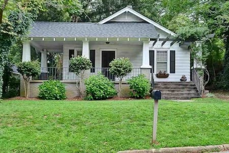 2Br/1Ba Cottage in downtown Greenville - グリーンビル