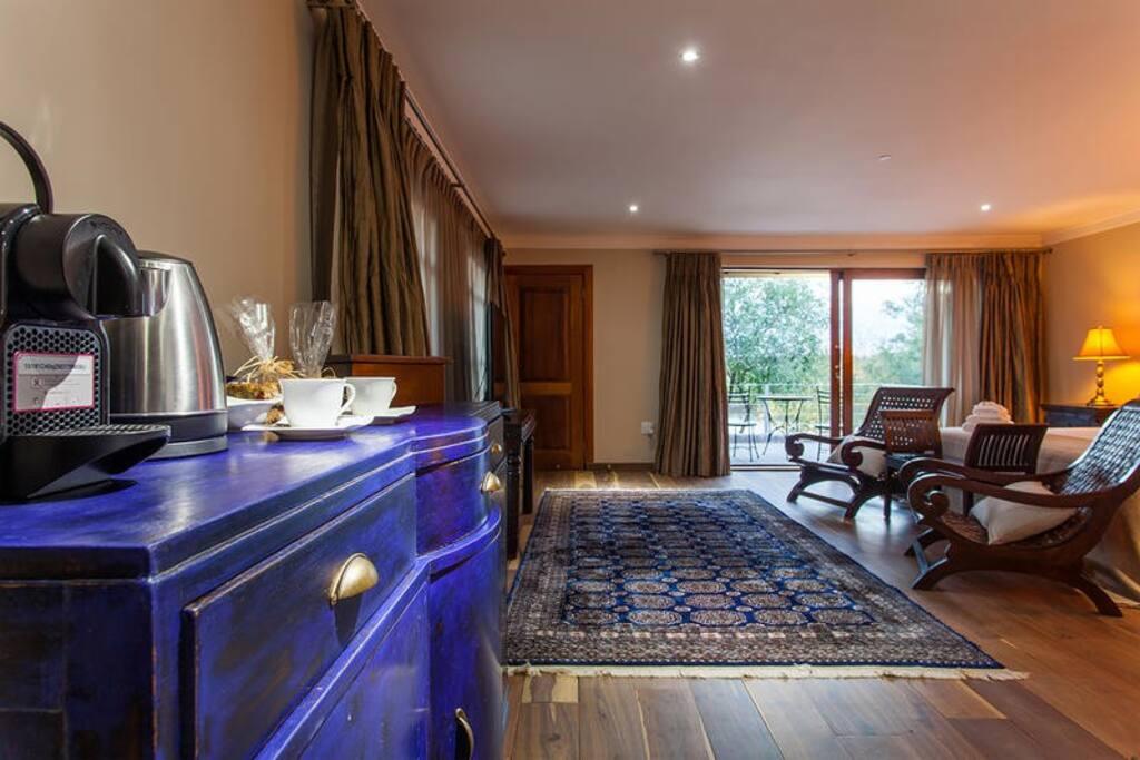 Mahogany Room photo 1