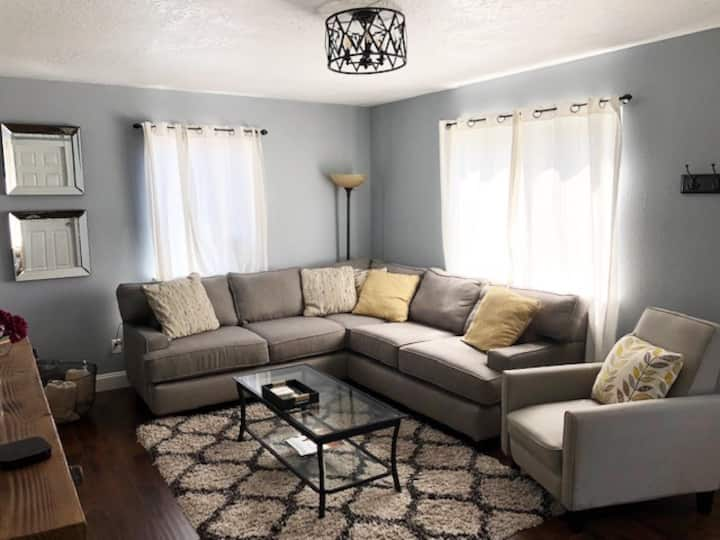 Bright + Cozy Midtown, Close to Lake and Downtown