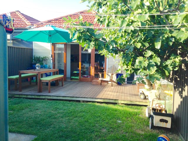 Lovely family friendly home - Eastlakes - Talo
