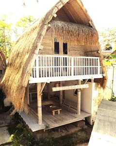 Ubud Bali Traditional wooden cottage jineng 1 - Payangan