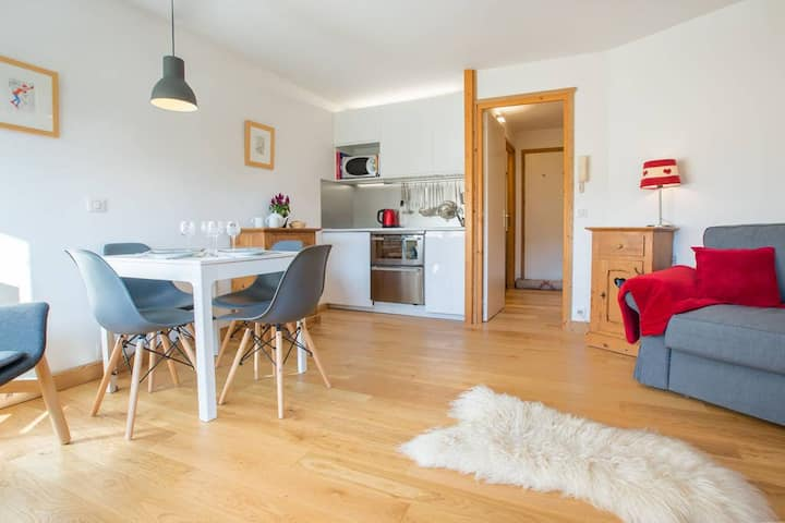 Apartment Deyon. 1 bedroom sleeps 4 people.  15 min walk to Morzine centre.