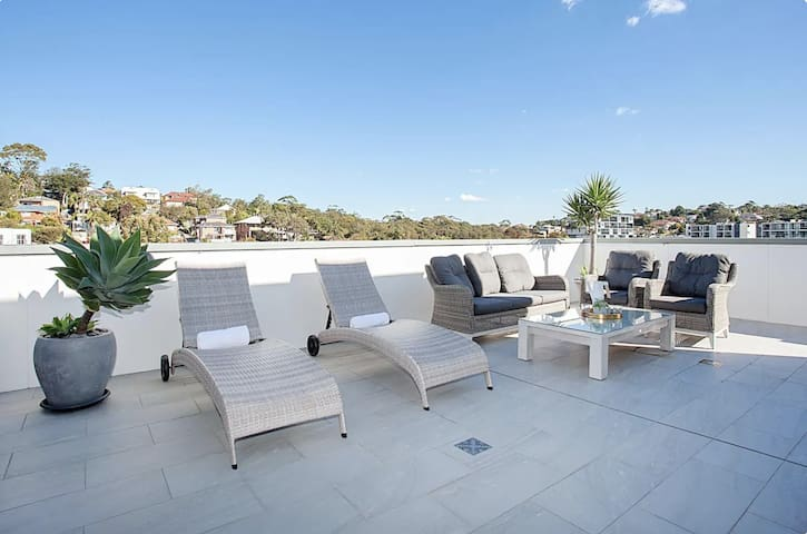 ★160m2 LUXURY ROOFTOP PENTHOUSE, OCEAN VIEW,GARAGE