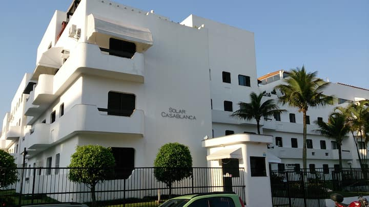 Apartamento a 100m da praia, com wi-fi e garagem.