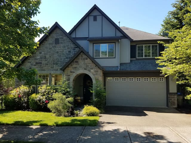 Comfortable and Spacious SW Portland Home