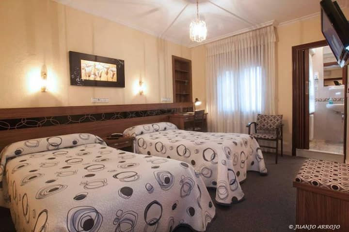 Hotel Castilla - Doble 2 camas. Baño privado - Tarifa estandar