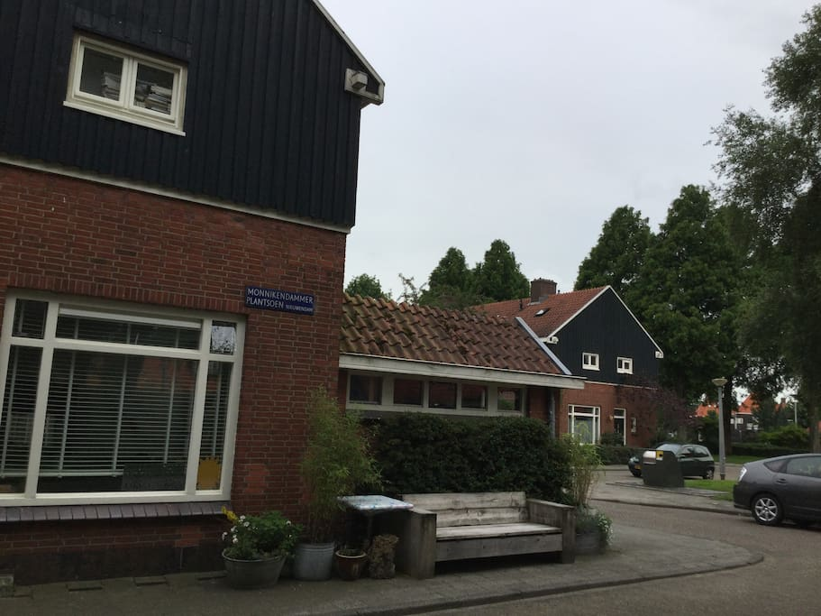 private house a few minutes from amsterdam center case