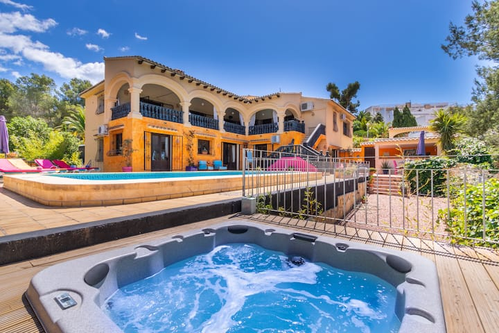 Stunning 4 bed villa with pool and Jacuzzi
