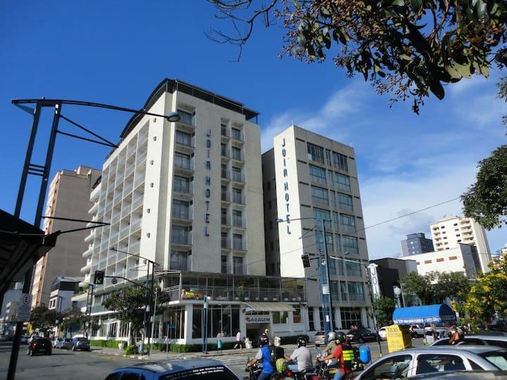 Hotel com ótima Localização, no Centro de Poços