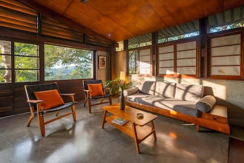 Jungle house sleeps 4, beaches, pool, monkeys!