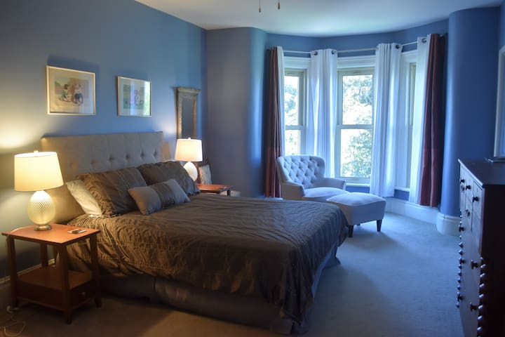 The Blue Belle Room