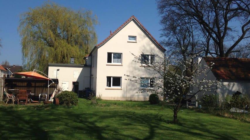 Unterwohnung mit Garten, ruhig gemütlich stadtnah - Oldenburg - Apartment