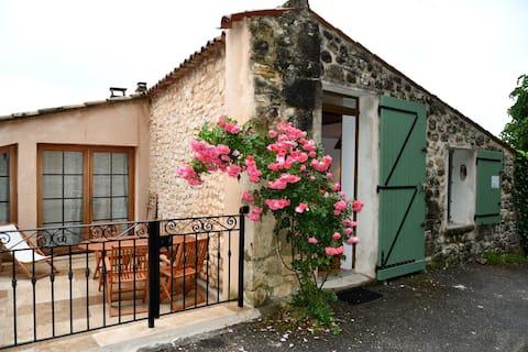 agréable studio dans petit village provençal