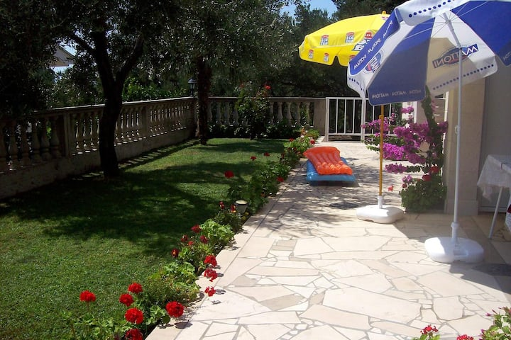 One bedroom apartment with terrace and sea view Podaca, Makarska (A-6736-b)