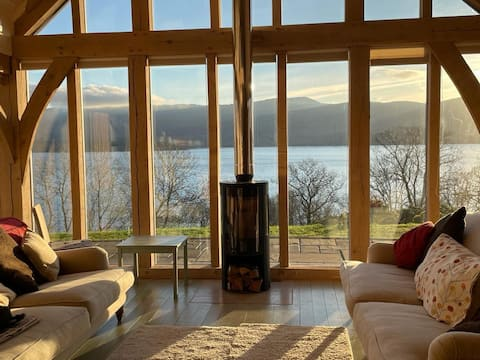 A cosy retreat with breathtaking views, sleeps 6.