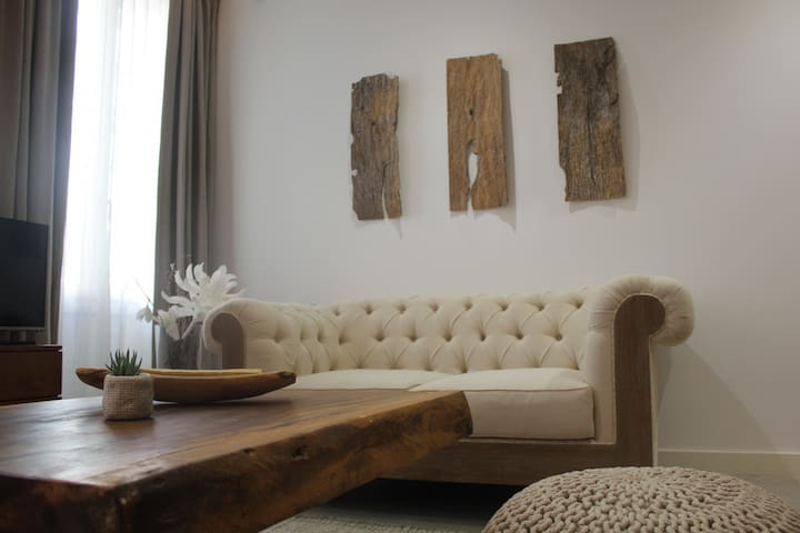 Superb studio apartment (sleeps1 - 2) with its ethno-contemporary decor ideally located in the heart of the Suquet district (in Old Cannes). - Cannes - Leilighet