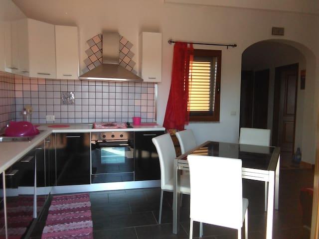 Ottimo appartamento ben arredato per brevi vacanze - Olbia - Lägenhet