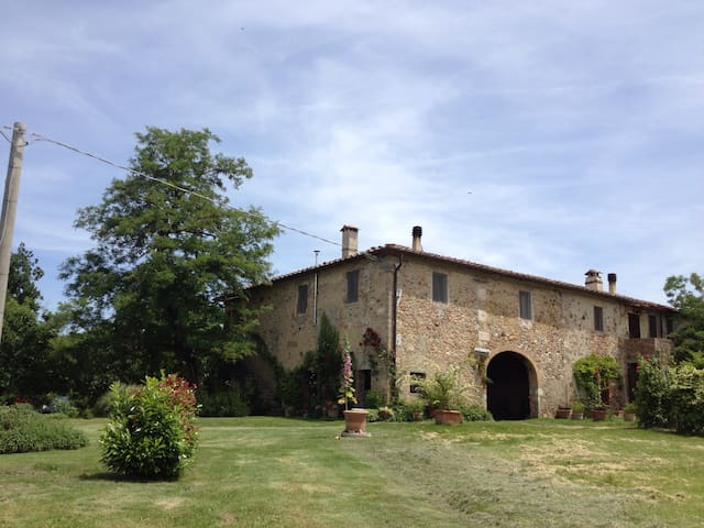 room in a traditional Tuscan farmhouse - Casole D'Elsa - Huis