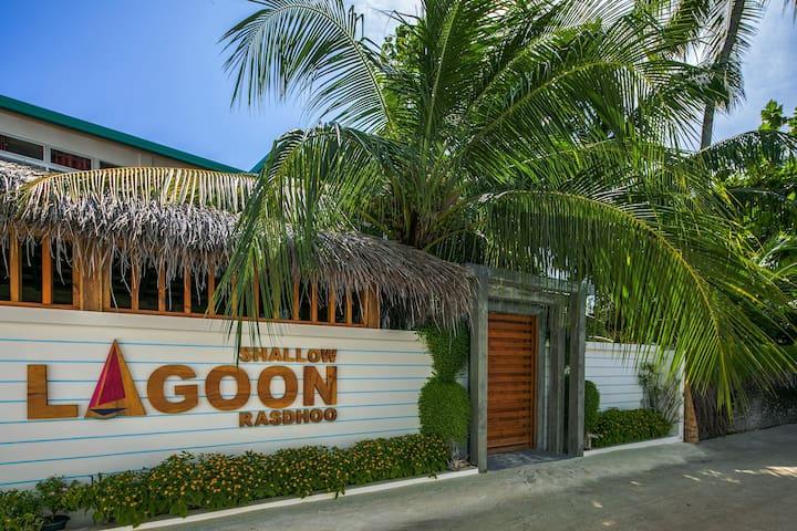Shallow Lagoon Rasdhoo