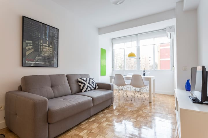 Retiro Park: one step away - modern and bright - Madri - Apartamento