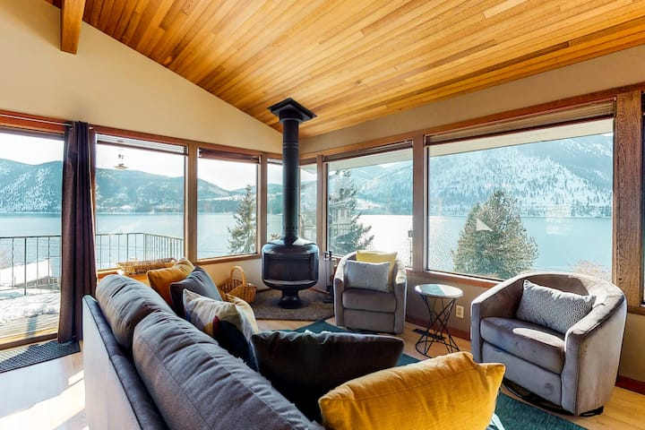 Lakeview home with a great deck, walk across the street to the beach!
