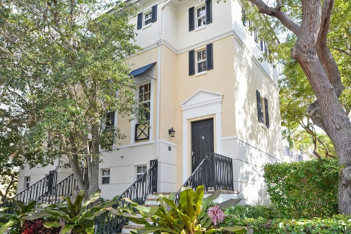 Atlantic Ave Townhouse - walking distance to all