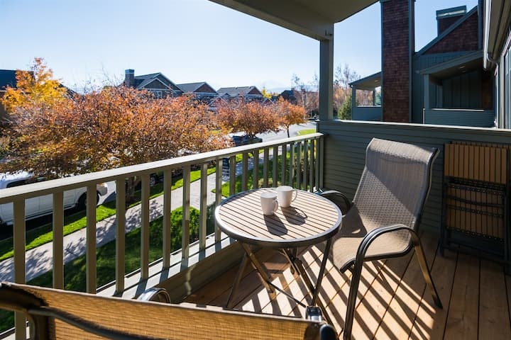 Location! Location! Escape to this beautiful air conditioned, pet friendly Sisters Vacation Rental Condo on second level with peek-a-boo mountain views in Pine Meadow Village, sleeps 6.