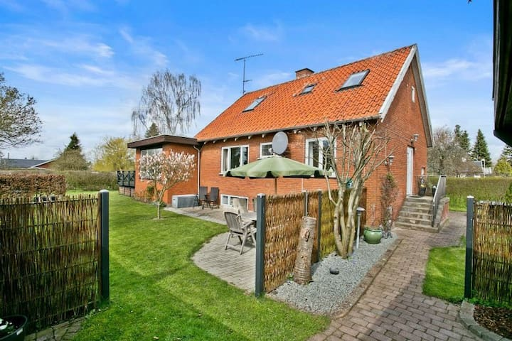 Charming house in quiet area - Hedehusene - Huis