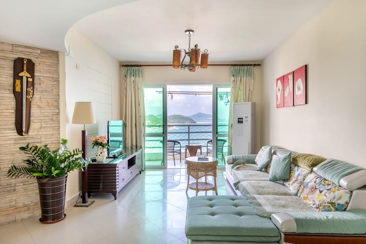 步行2分钟就能到海边的豪华海景4房2厅(4晚免费接机),大东海离海最近的海景高层,稀缺4室2厅户型