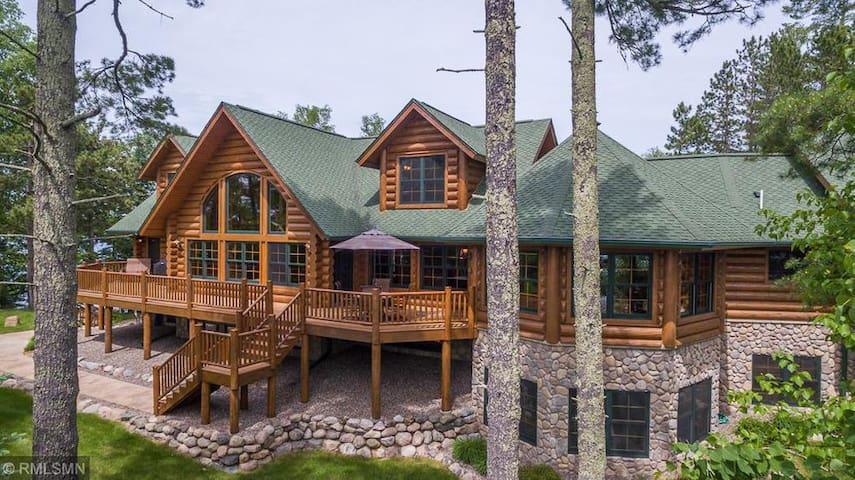 NEW!!   Christmas Point Lodge on Deer Lake