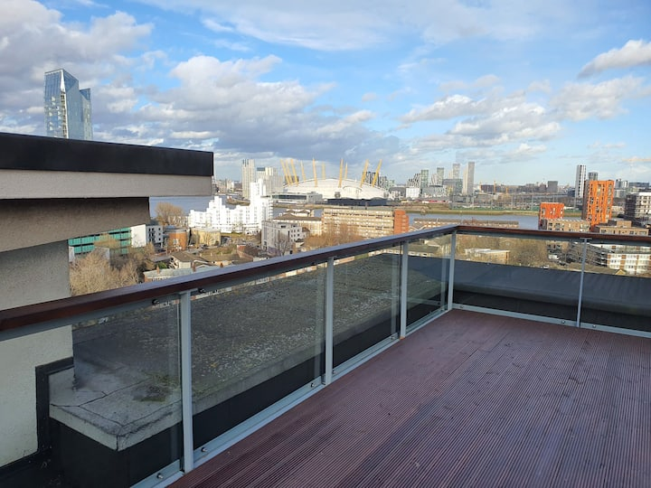 Massive terrace over looking Canary Wharf