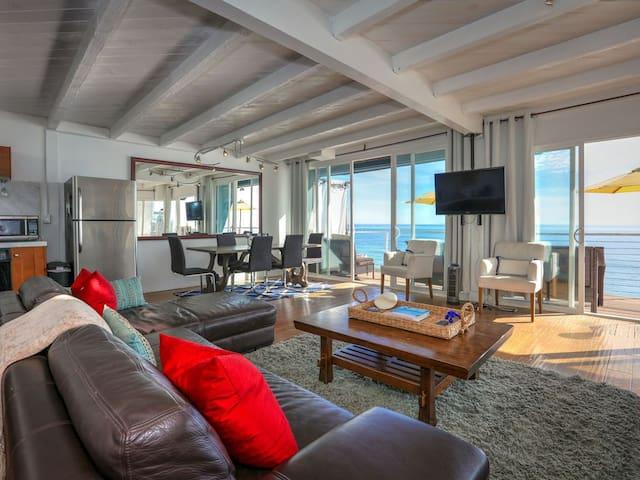 3 Bed Malibu Dream - Directly on the Beach/Water!