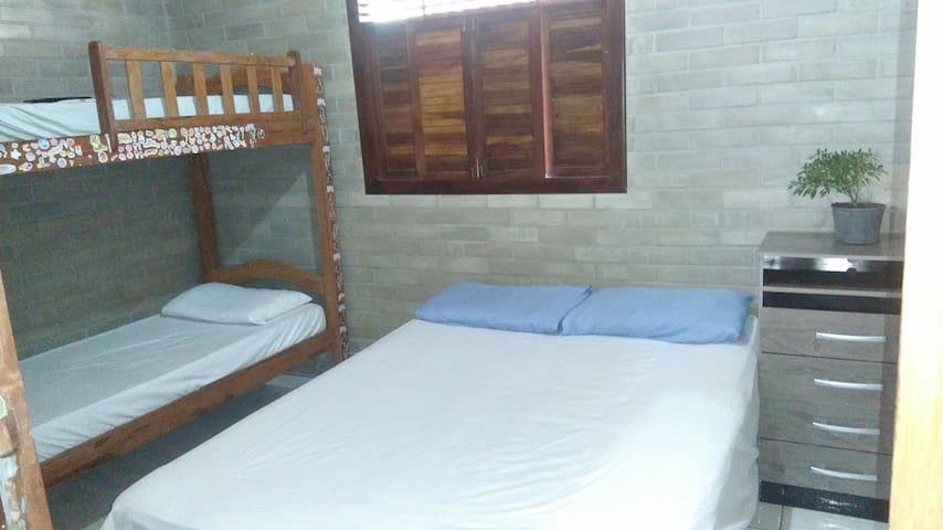 Suite com Cama e Casal e Beliche