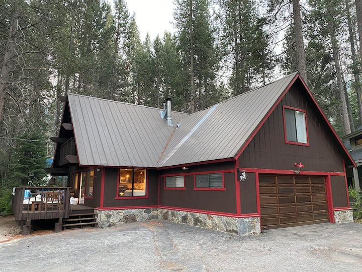Family retreat across the street from Donner Lake