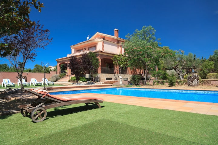 UHC VILLA BOTARELL with large garden and private pool