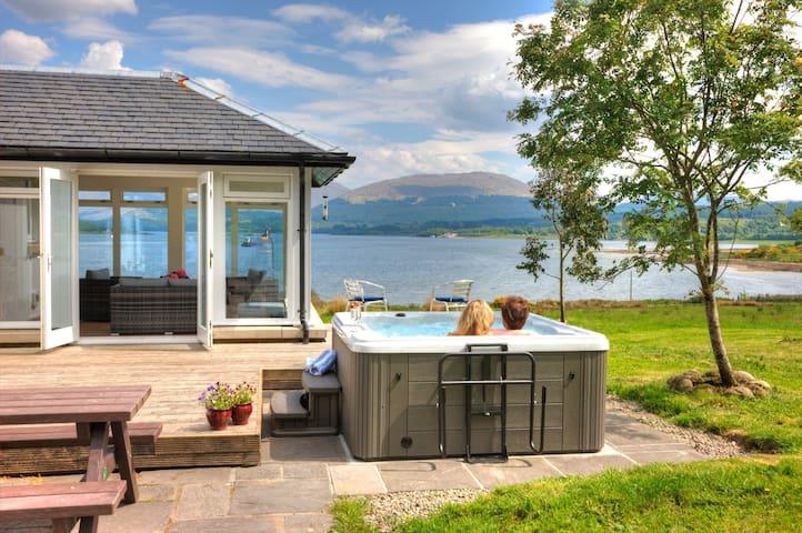 Seabank House with hot tub