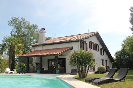 Villa Coteaux Bordelais - Pompignac - House