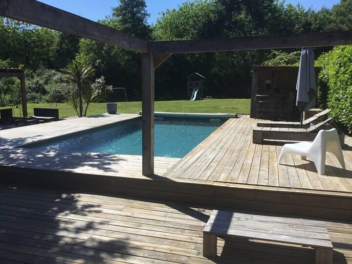 Landaise rénovée, piscine chauffée, plage à 35 min